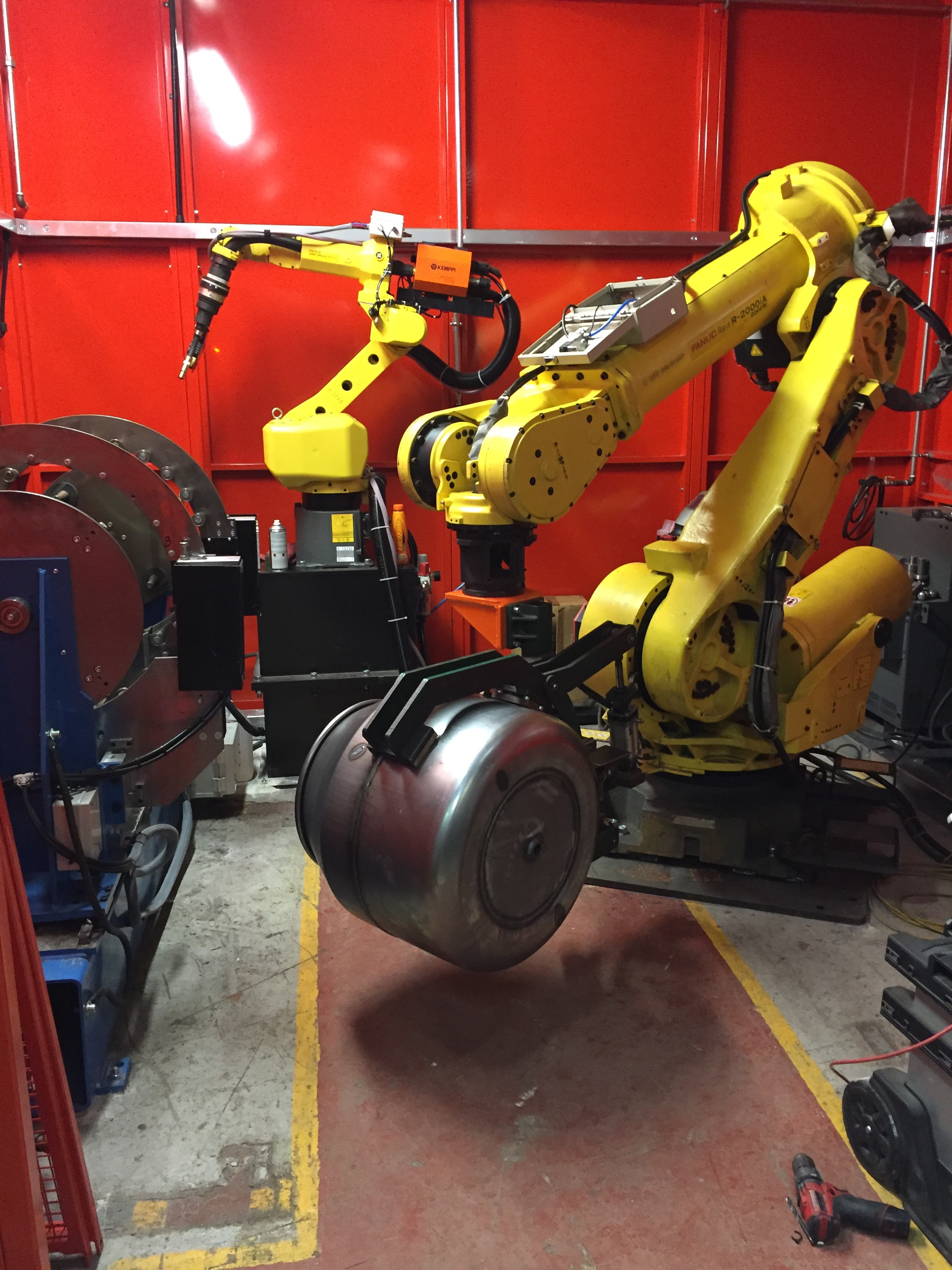 Robotic Pulse Welding With Laser Seam Tracking Cell Op 2
